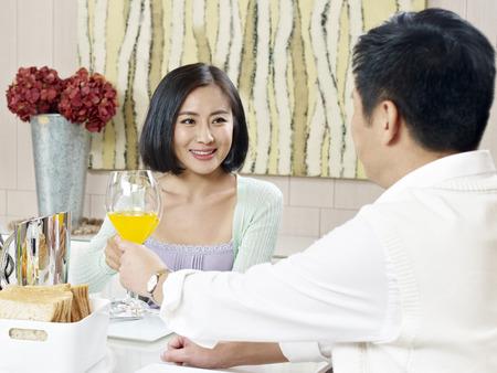 husband and wife toasting 版權商用圖片