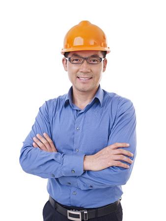 portret van Aziatische man met veiligheid oranje hoed, geïsoleerd op wit