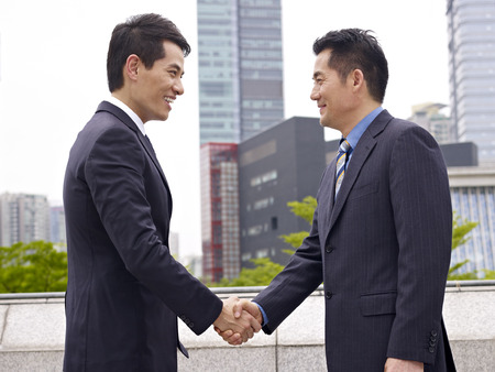 sales rep: business people shaking hands