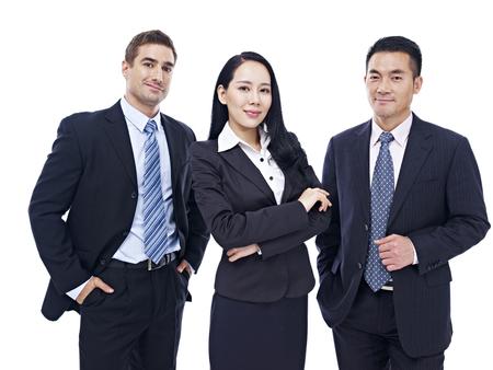 negocios internacionales: Retrato de estudio de un equipo de negocios multinacional, aislado en fondo blanco.
