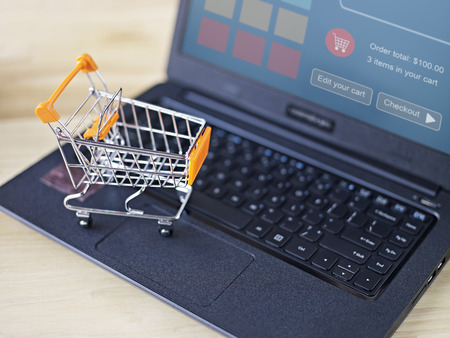 shopping: concepto de comercio electrónico: las compras en línea