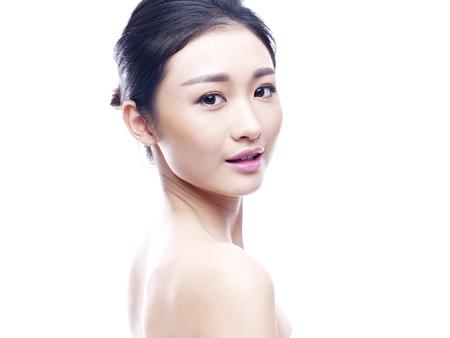 studio portret van een jonge Aziatische vrouw, geïsoleerd op wit. Stockfoto