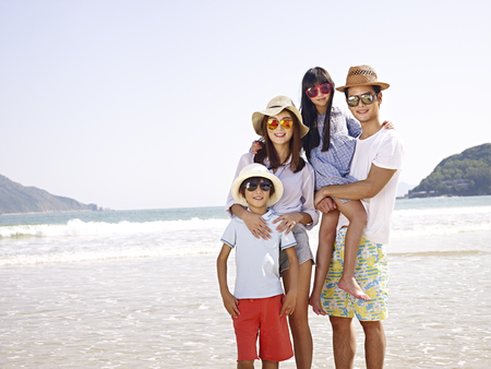happy asian family with two children posing for a photo. 스톡 콘텐츠