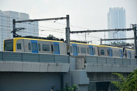 MANILA, PH - OCT. 5: LRT (Light Rail Transit) line bridge with train on October 5, 2019 in Manila, Philippines. 新聞圖片