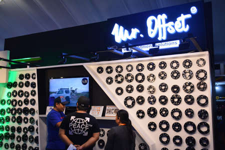 PASAY, PH - APR 7 - Mister offset wheel fitment booth at Manila International Auto Show on April 7, 2019 in Pasay, Philippines. 新聞圖片