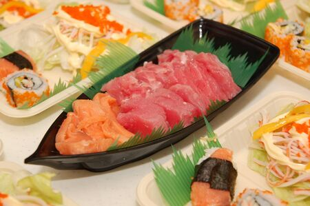 Japanese raw fish sashimi and tuna with kani salad 版權商用圖片