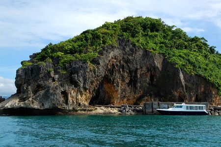 Rock formation and boat at Boracay island in Aklan, Philippines. 版權商用圖片