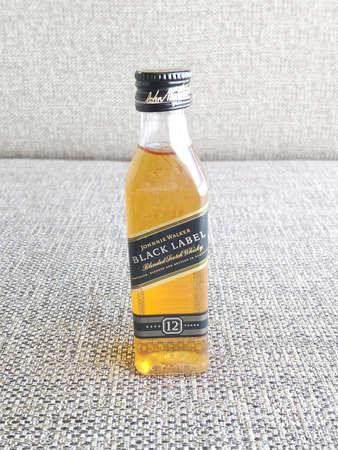 MANILA, PH - OCT 11 - Johnnie walker black label scotch whisky on October 11, 2020 in Manila, Philippines. 新闻类图片