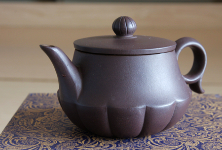 A brown teapot photo