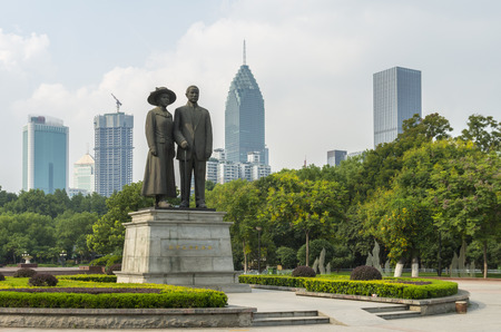 yat: Sun Yat-sen & Song Qingling statue in Zhongshan Park, Wuhan, China