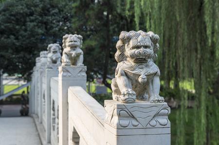 stone arch: stone lions on a Stone arch bridge