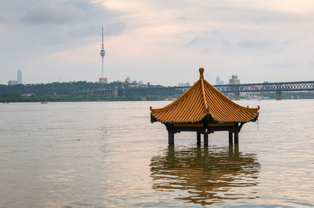 yangtze river: The Yangtze River in flood season in Wuhan