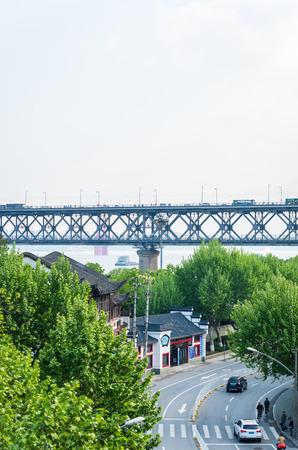 wuhan: Wuhan Yangtze River Bridge Editorial