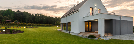 New style villa with wide green lawn, external view, panorama Standard-Bild
