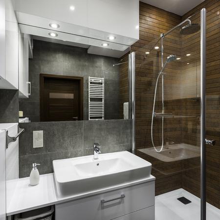 Small bathroom space designed in scandinavian style Standard-Bild