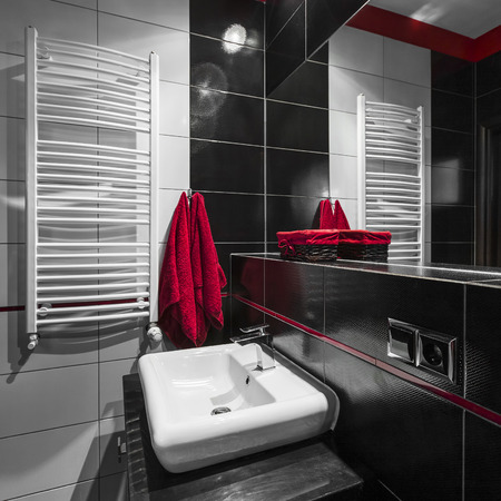 bathroom tiles: Modern bathroom in black and white tiles with red decorations