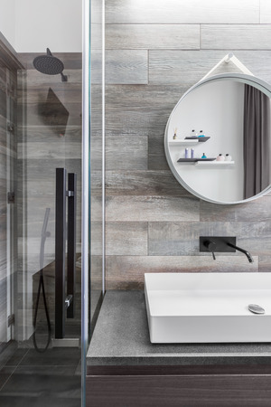walk in: Bathroom with walk in shower, countertop basin and wood effect tiles