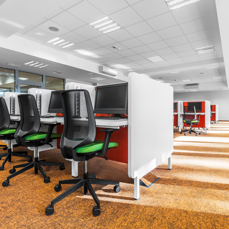Modern computer room with modern orange carpet on the floor 免版税图像 - 96303492