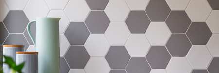 Kitchen with grey and white honeycomb wall tiles and stylish food containers, panorama 版權商用圖片