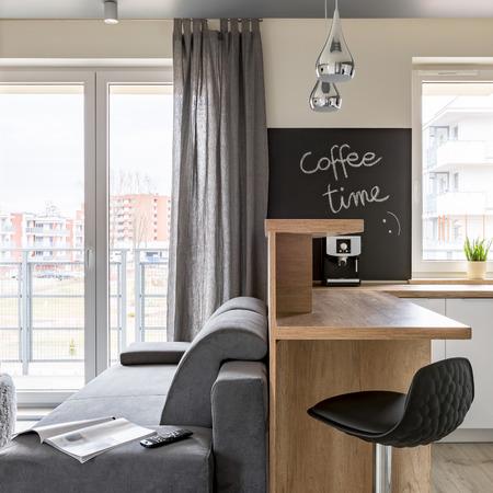 Piso multifuncional con cocina y salón combinados