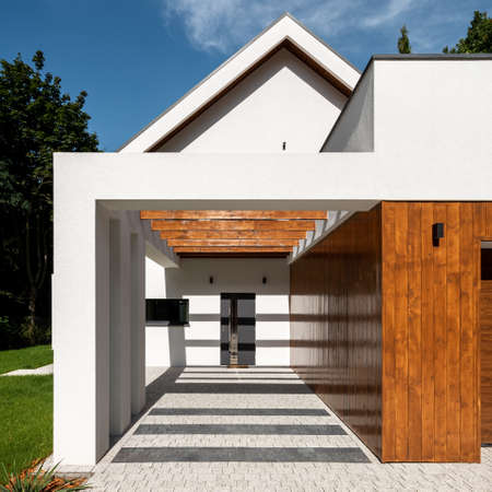 Exterior view of stylish white house with modern designed entrance Imagens