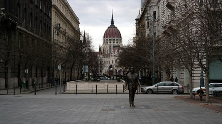 ronald reagan: Ronald Reagan Statue and Parliament building in the background in Budapest