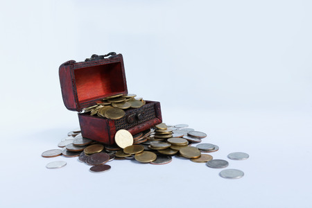 Open Treasure Chest Filled With Gold Coins On Pile Of Gold Coins Stok Fotoğraf