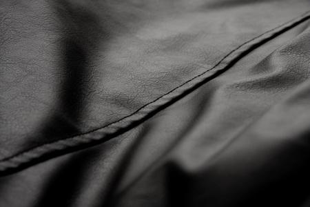 cuero vaca: Textura de cuero negro de la chaqueta. El enfoque suave. Foto de archivo