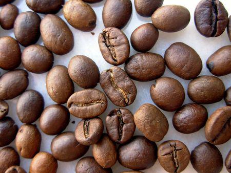 grind: Granos del caf�. Granos quemados listos moler para utilizar en el fabricante de caf�. Foto de archivo