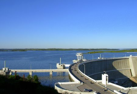 barrage:  Alqueva barrage in south of Portugal, the biggest artificial lake of the europe         �
