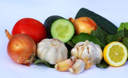 condiments: Garlic, onion and condiments.
