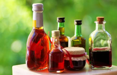 bebidas alcoh�licas: tabla de una variedad de bebidas alcoh�licas