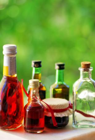 destilacion: tabla de una variedad de bebidas alcohólicas