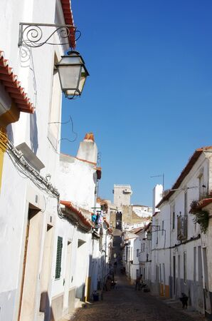 old street of Estremoz, south of Portugal Standard-Bild - 131221474