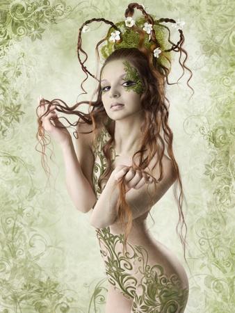 ragazza nuda: Bella donna nuda holding capelli lunghi. Stagione primaverile. Floral background.