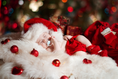 xmas baby: Christmas newborn baby sleeping in Santa Claus hat as new year gift