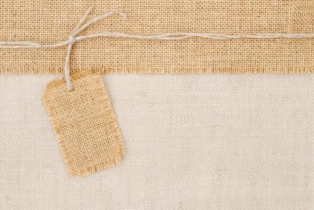 sacco juta: Tag dei prezzi Sackcloth su trama tela Archivio Fotografico
