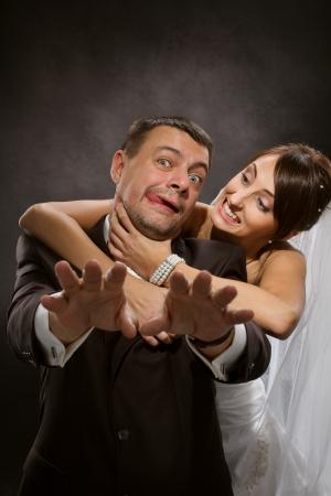 couple fach�: Couple mari� col�re se quereller et � la lutte contre Banque d'images