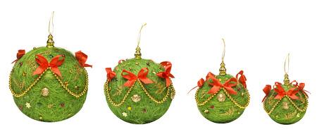 moños navideños: Bolas de Navidad Decoración colgante de juguete, aislados Fondo blanco, Regalos de Navidad de la vendimia hecha a mano decorativos Foto de archivo