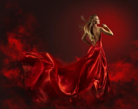 mujer desnuda de espalda: Mujer en vestido rojo, Lady Fantasy Vestido Volar y agitar, el pelo que sopla en viento, Desnudo Volver Retrato de la muchacha hermosa en Long Cloth