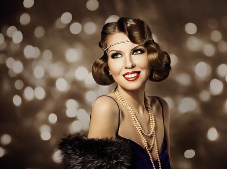 Vrouw Retro Kapsel Portret, Elegant Lady Make Up en krullend haar stijl, model Fashion Portret van de Schoonheid Stockfoto