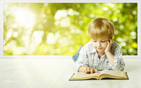 Jong Kind Boy die Boek lezen, Kinderen Early Development, Kleine Kid School Onderwijs, Onderzoek en kennis concept