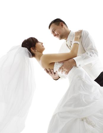 matrimonio feliz: La novia y el novio en Danza, Bailes de pareja de boda, mirando cada otra cara, más de fondo blanco