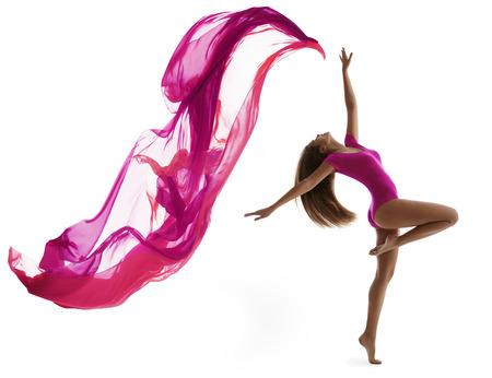 Vrouw Dansen in Sport Maillot, Sexy Girl Danser met Flying Doek Stof, Flexibele Gymnast poseren op een witte achtergrond Stockfoto