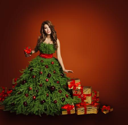 cajas navide�as: Vestido de Mujer �rbol de Navidad Moda, Regalos Modelo cajas de regalo, Chica a fondo rojo, a�o nuevo concepto
