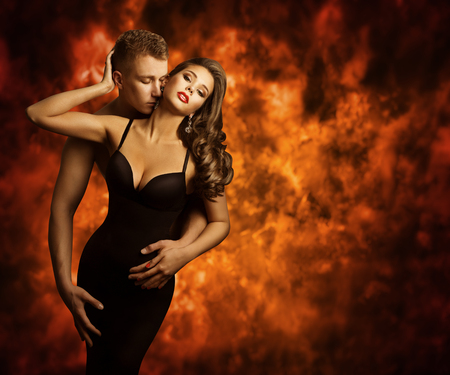 Seksuele Paar, Passion Man Kiss Sensual Vrouw om Neck, Love Flame Stockfoto