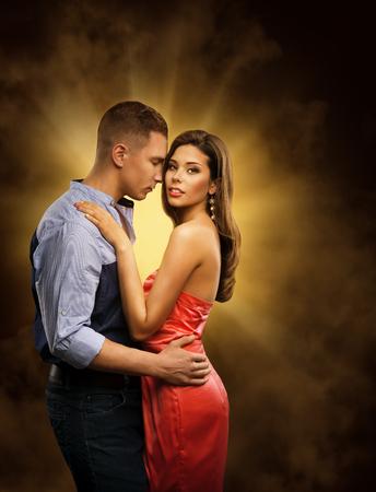 femme romantique: Couple amoureux, amants passionn�s embrasser, homme embrassant femme