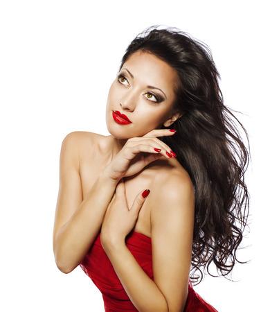 schwarz: Mode Frau Schwarzes Haar, Modell Mädchen Gesicht Make-up Porträt, Rot auf Weiß