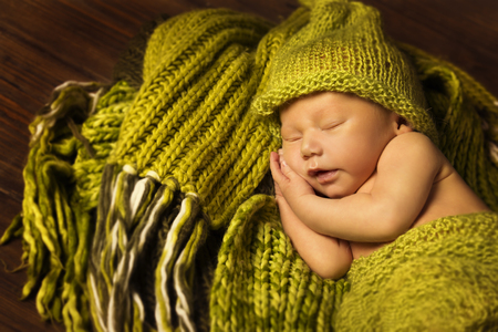 happy faces: Newborn Baby Sleeping, New Born Kid Sleep in Green Woolen Blanket