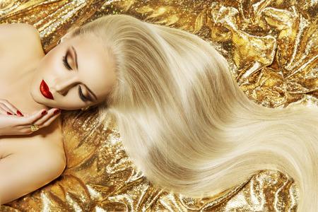 Modelka Złoty Kolor włosów styl, kobieta Długie Macha Fryzura Zdjęcie Seryjne
